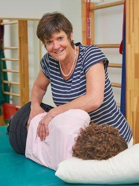 Patient während einer physiotherapeutischen Behandlung